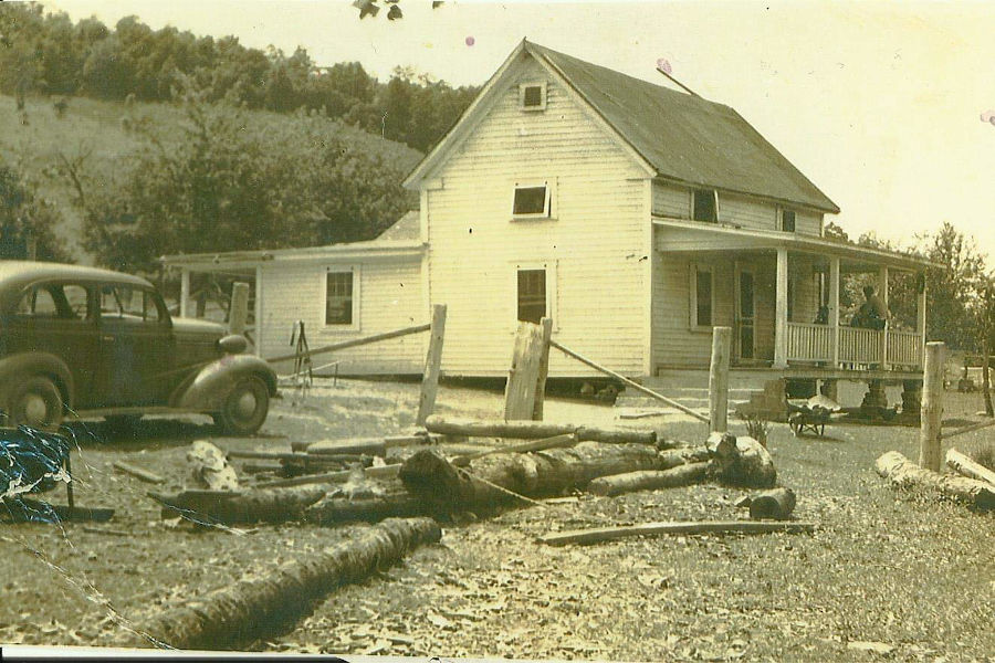 Alfred and Ina Dean's home on Chicken House Road near Watoga State Park, circa 1930s. Photographer unknown.